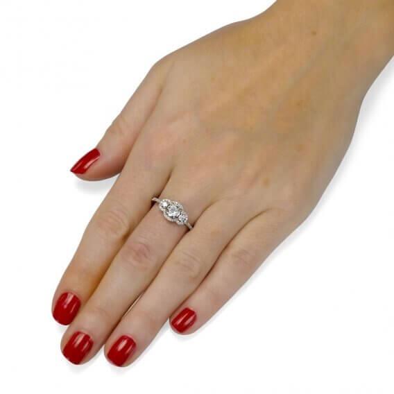 טבעת אירוסין וינטאג' יוקרתית 3 יהלומים עגולים 0.88 קראט