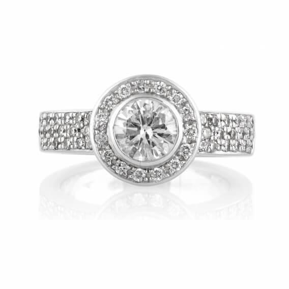 טבעת אירוסין יוקרתית משובצת יהלומים זהב לבן 2 קראט