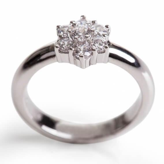 טבעת אירוסין מעוצבת זהב לבן בצורת פרח