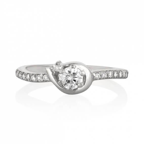 טבעת אירוסין קלאסית בשילוב זהב לבן חצי קראט