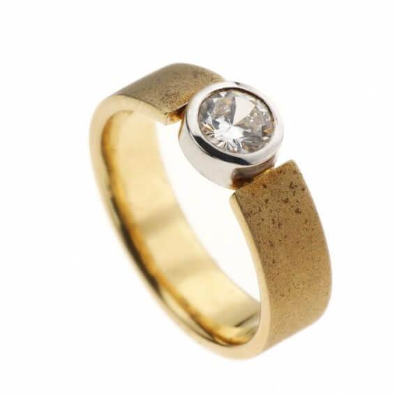 טבעת וינטאג' יוקרתית זהב צהוב לונה 1.10 קראט