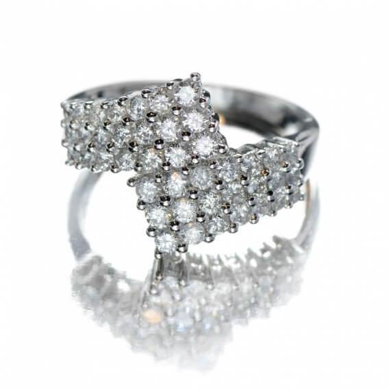 טבעת זהב בשיבוץ יהלומים וזהב לבן 0.84 קראט לורי