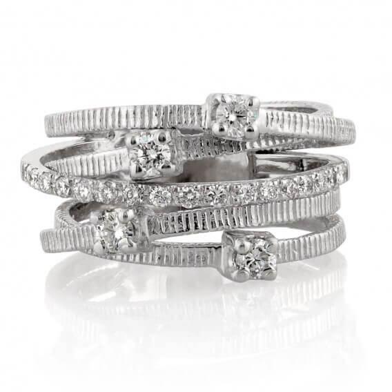 טבעת יהלום מעוצבת בשילוב זהב לבן