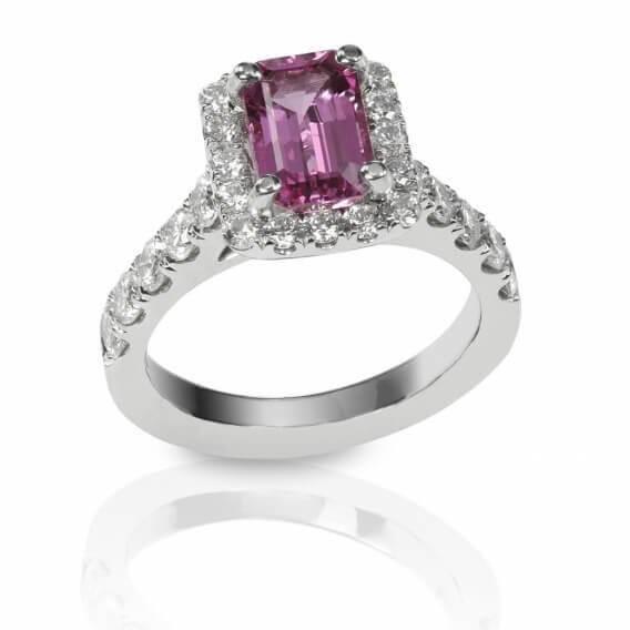טבעת יהלומים וזהב לבן בשילוב אבן חן אור 1.25 קראט