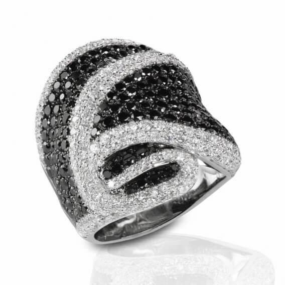 טבעת יהלומים מעוצבת שחור לבן 3.08 קראט טגאי