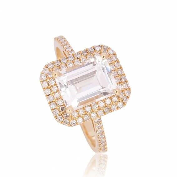 טבעת יהלומים מרובעת אמרלד זהב לבן 2 קראט