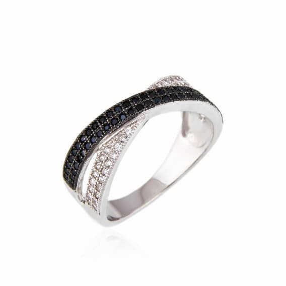 טבעת יהלומים שחור לבן טיריון 82 נקודות