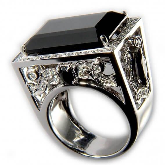 טבעת לגבר משובצת יהלום שחור אמרלד 3.13 קראט - ג'ון