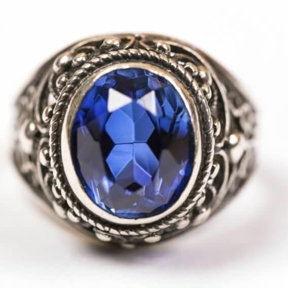 טבעת לגבר מעוצבת עם אבן חן כחולה 6.55 קראט - רייל