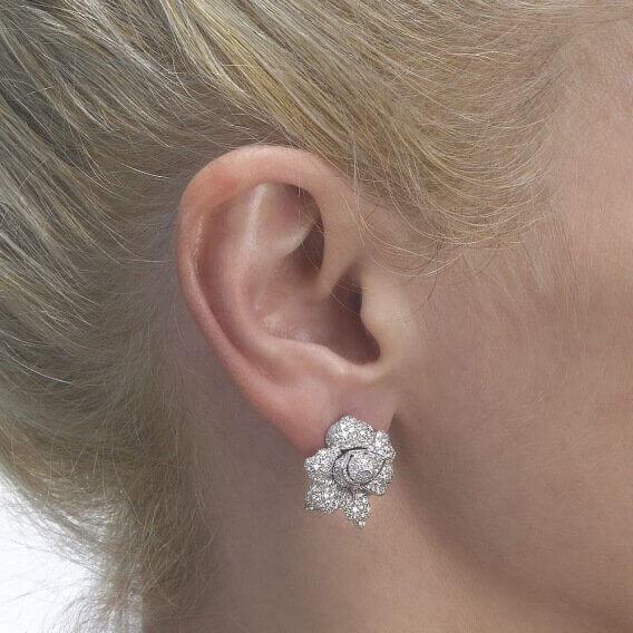 עגילי יהלום צמודים בשיבוץ 400 יהלומים וזהב 4.02 קראט